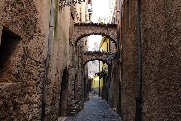 alatri-alley-archi-arc